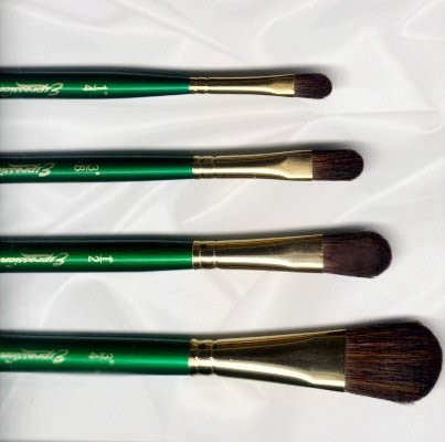 Oval Mop Expression Brushes by Robert Simmons